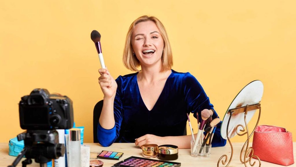 Associate with a Cosmetic Expert